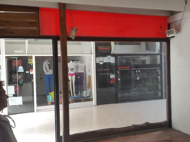 Foto Local en Alquiler en  Lomas de Zamora Oeste,  Lomas De Zamora  Boedo 100