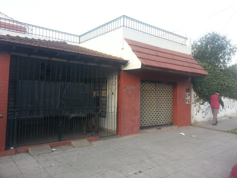 Foto PH en Venta en  Lanús ,  G.B.A. Zona Sur  25 DE MAYO al 1700