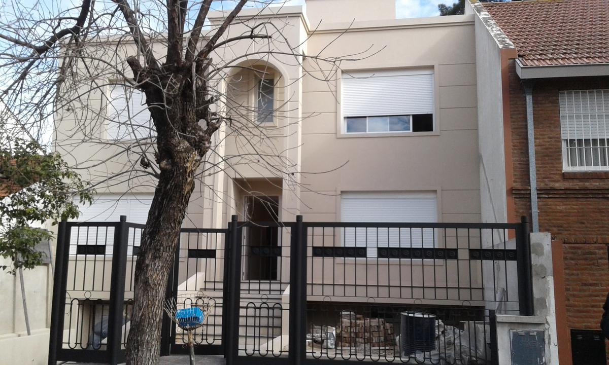 Foto Casa en Venta en  Mart.-Vias/Libert.,  Martinez  Ricardo Gutierrez al 2343