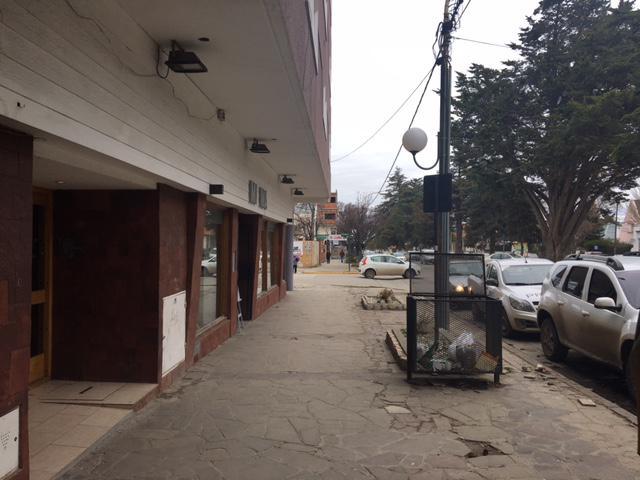Foto Local en Alquiler en  Esquel,  Futaleufu  Av. Alvear al 1000