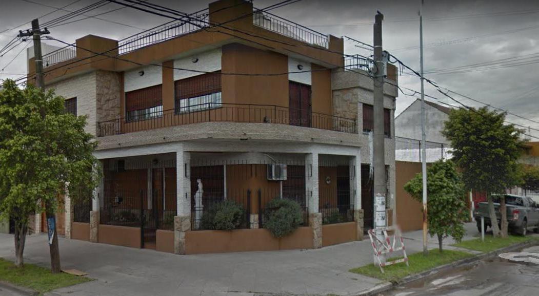Foto Casa en Venta en  Moron ,  G.B.A. Zona Oeste  Castelli al 600