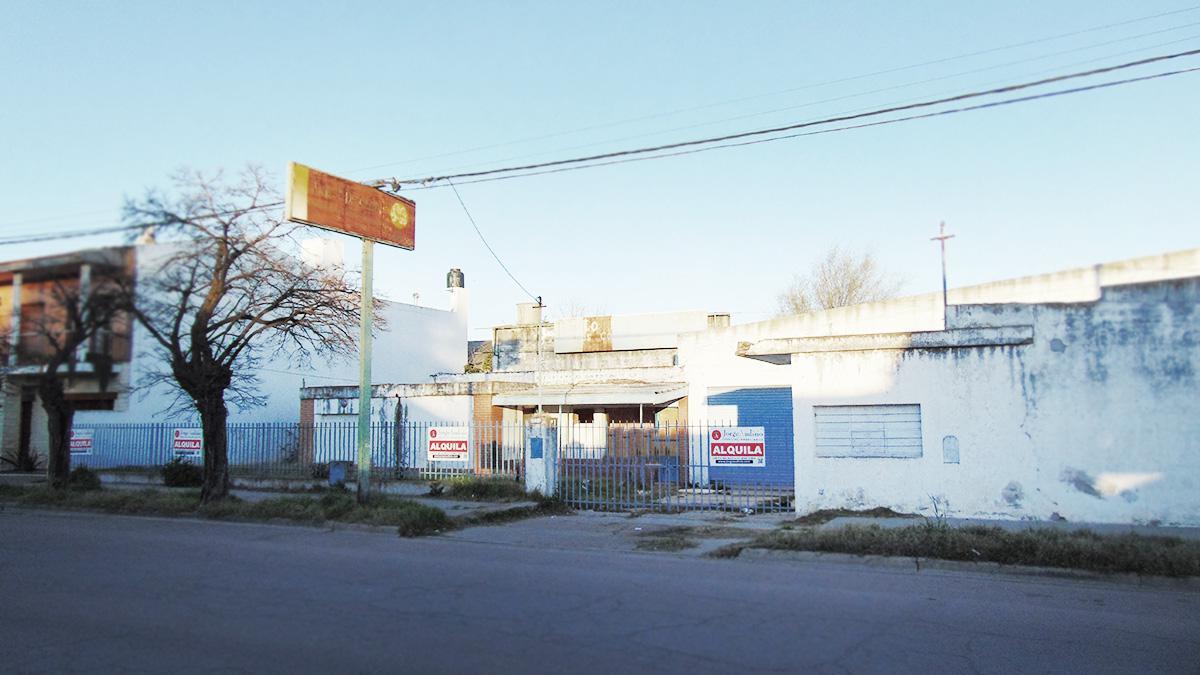 Foto Depósito en Alquiler en  Talleres,  General Pico  Calle 17 e/ 106 y  108