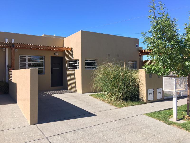 Foto Casa en Venta en  Trelew ,  Chubut  Piedrabuena al 100