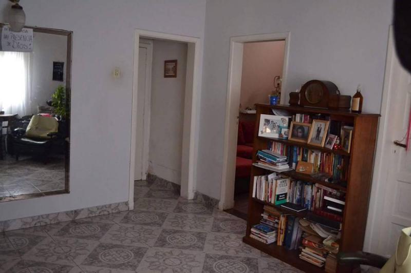 Foto Casa en Venta en  Lomas De Zamora,  Lomas De Zamora  Colombres 875