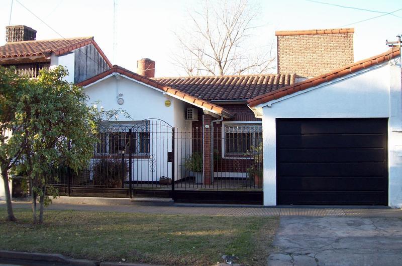 Foto Casa en Venta en  Banfield Oeste,  Banfield  CÉSPEDES MARTINA 1529, e/Guidi de Fran y T. Gordillo