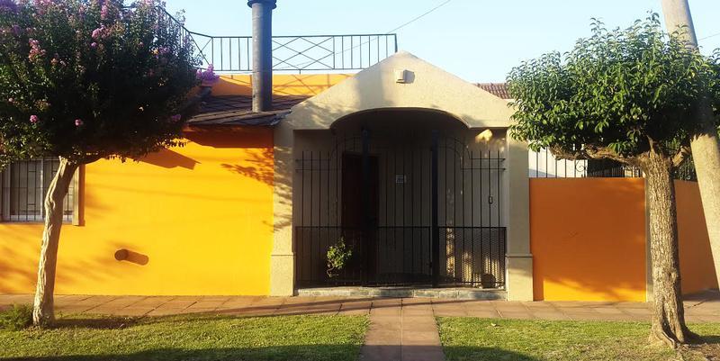 Foto Casa en Venta en  Castelar Norte,  Castelar  Tte. Cnel. Cesar Cardoso al 2800