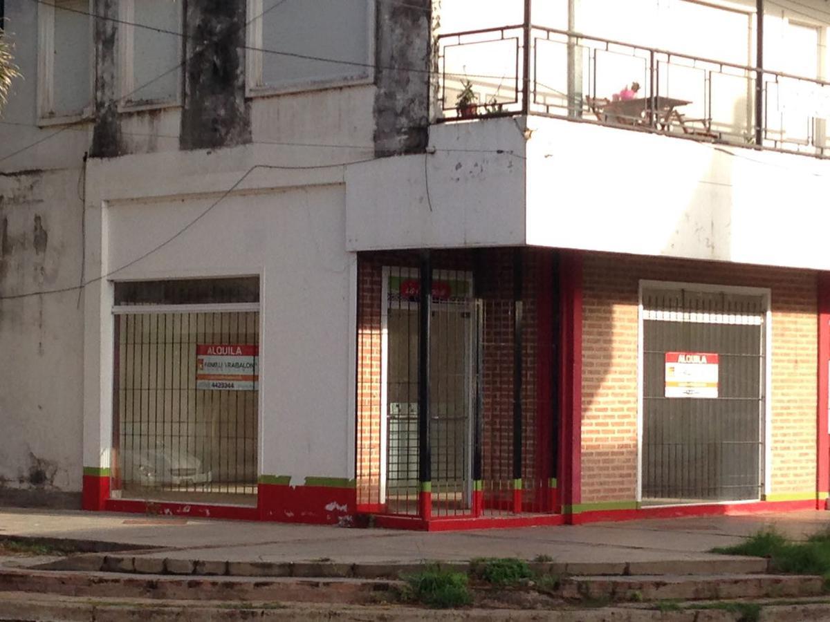 Foto Local en Alquiler en  Ensanche Sur,  Presidencia Roque Saenz Peña  Azcuénaga 95