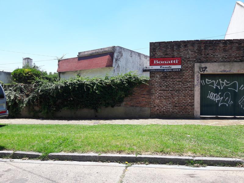 Foto Casa en Venta en  Temperley Este,  Temperley  E. CORREA 360   e/ J. Rosso y P. Moreno