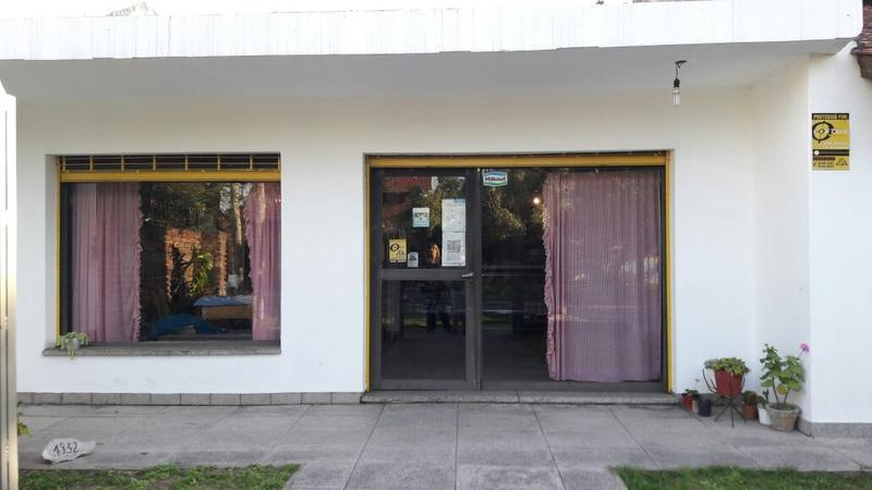 Foto Local en Alquiler |  en  Lomas de Zamora Oeste,  Lomas De Zamora  Paso 1932