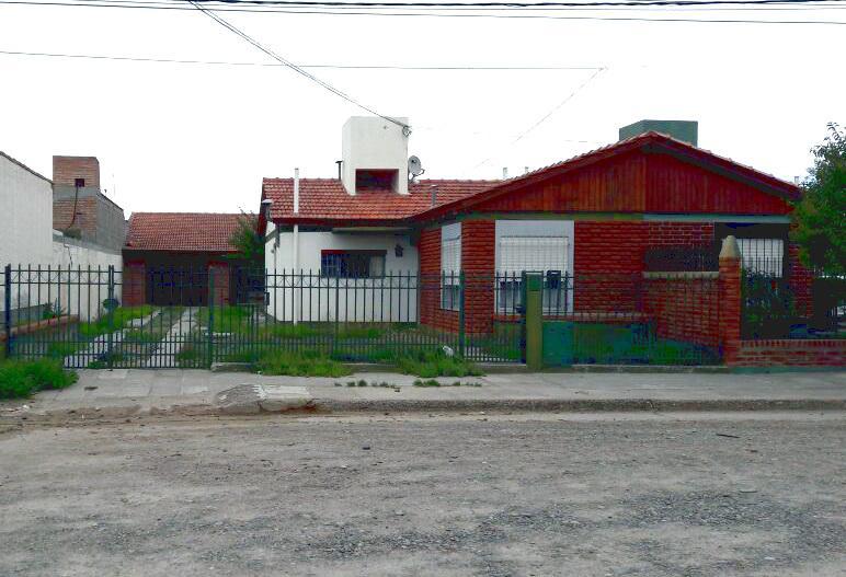 Foto Casa en Venta en  Rawson ,  Chubut  Carlos Gardel al al 800