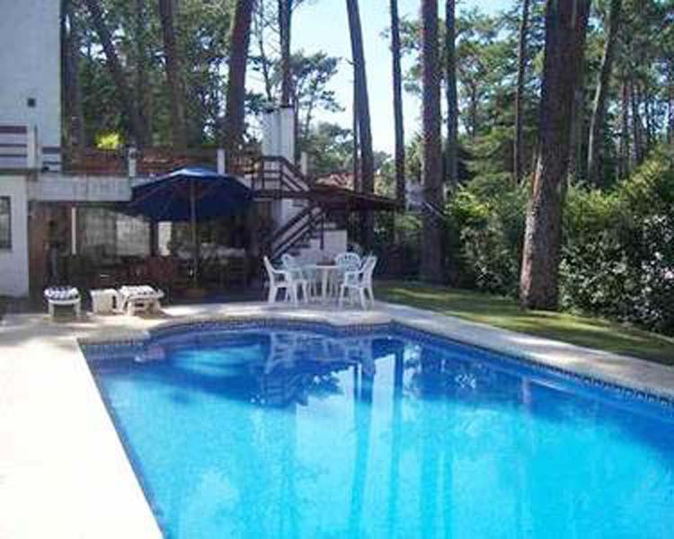 Foto Casa en Venta en  Playa Mansa,  Punta del Este  Casas en Playa Mansa - 5 o más dormitorios