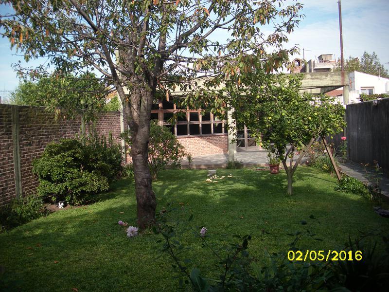 Foto Casa en Venta    en  Lanús Este,  Lanús  Domingo Purita al 2500