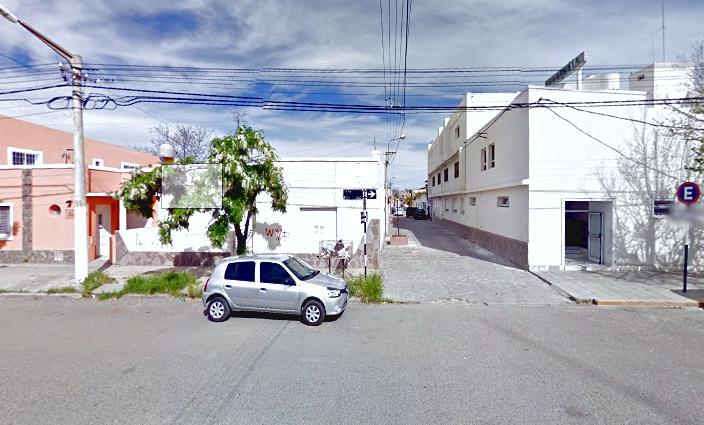 Foto Casa en Venta en  Trelew ,  Chubut  Casa antigua céntrica en esquina