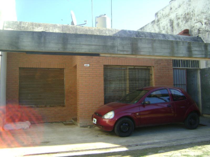 Foto Casa en Venta en  Castelar,  Moron  SALCEDO entre ESPAÑA y ITALIA