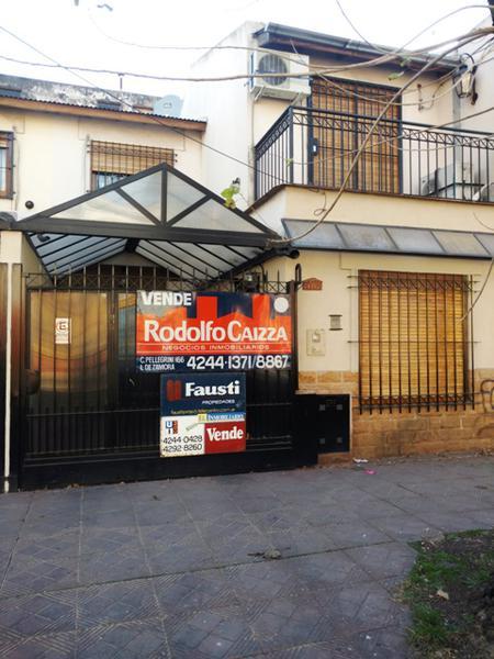 Foto Casa en Venta |  en  Lomas de Zamora Oeste,  Lomas De Zamora  San Martin N° al 100