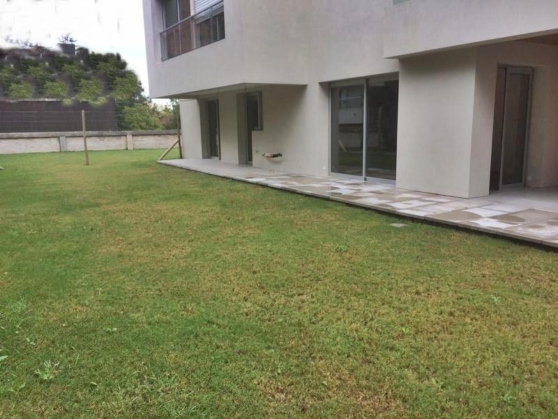 Foto Departamento en Venta en  Carrasco ,  Montevideo  Apartamento a estrenar Carrasco , jardín propio, seguridad y piscina