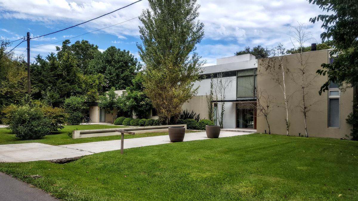Foto Casa en Venta en  Highland Park,  Countries/B.Cerrado  Highland Park C.C. - Lote interno y tranquilo