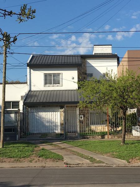 Foto Casa en Venta en  Castelar Norte,  Castelar  SARMIENTO, AV. entre ESPAÑA Y SAN NICOLAS