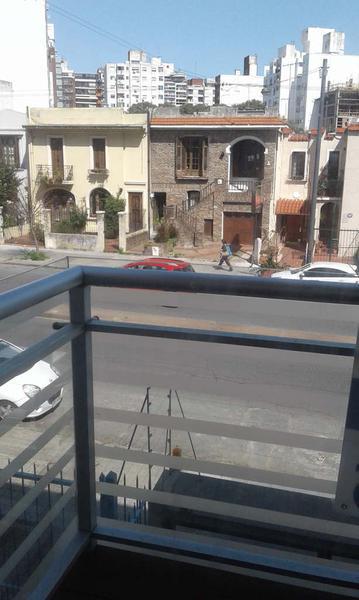 Foto Departamento en Venta en  Pocitos ,  Montevideo  Sobre Avenida, 2 dormitorios c/garaje