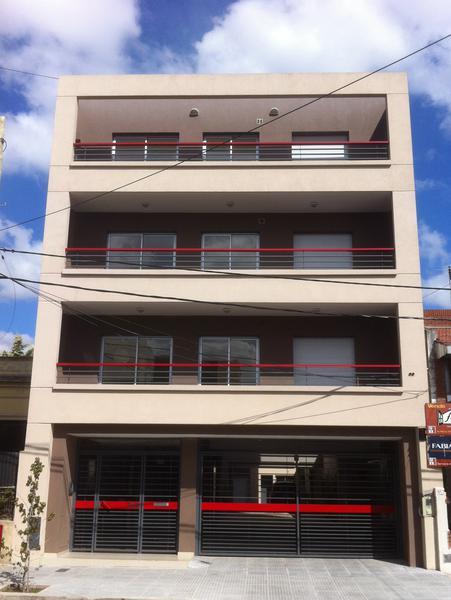Foto Departamento en Venta en  Lomas de Zamora Oeste,  Lomas De Zamora  loria al 700