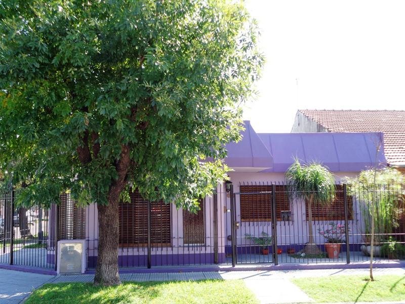 Foto Casa en Venta en  Villa Adelina,  San Isidro  Boedo al 700