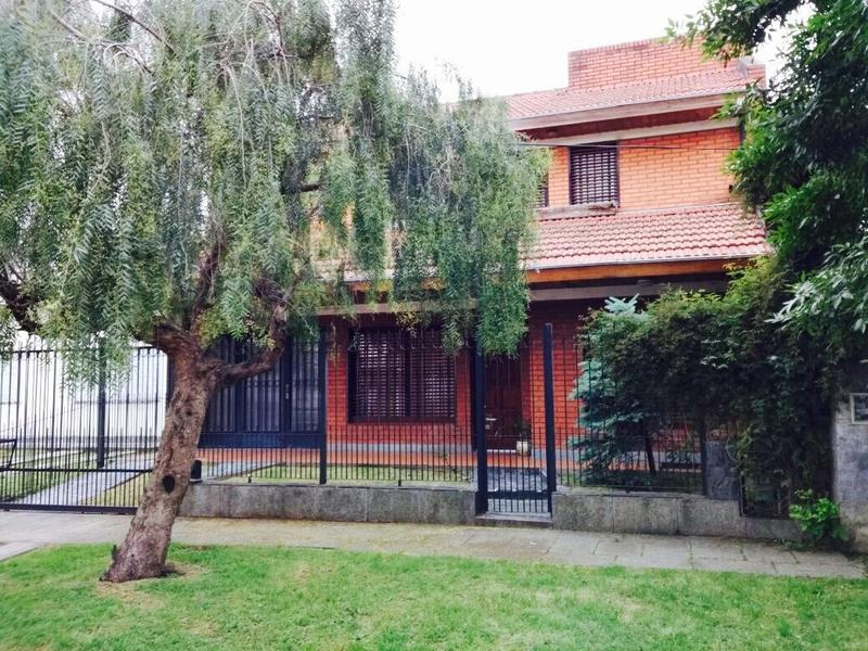 Foto Casa en Venta | Alquiler en  Ituzaingó ,  G.B.A. Zona Oeste  Portugal al 200