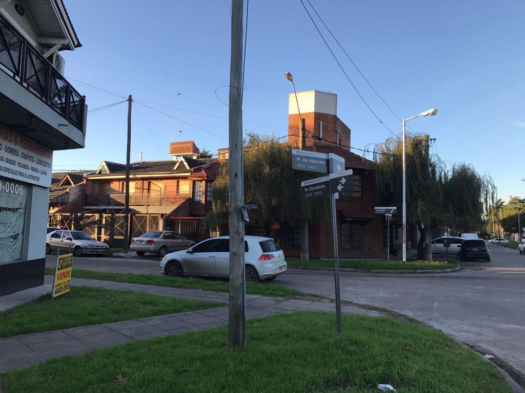 Foto Local en Venta en  Haedo,  Moron  Acceso Oeste (Colectora Norte)