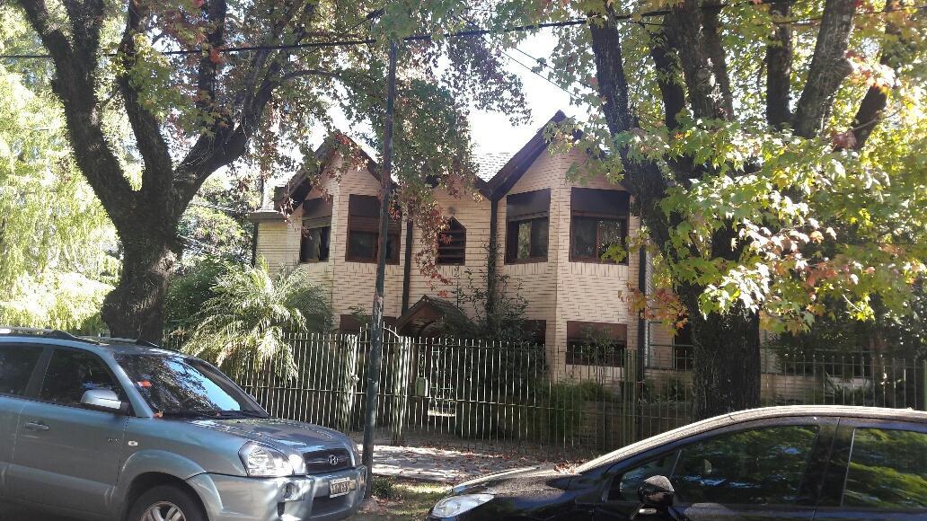Foto Casa en Venta en  Acassuso,  San Isidro  Montes grandes 12 12 Acassuso