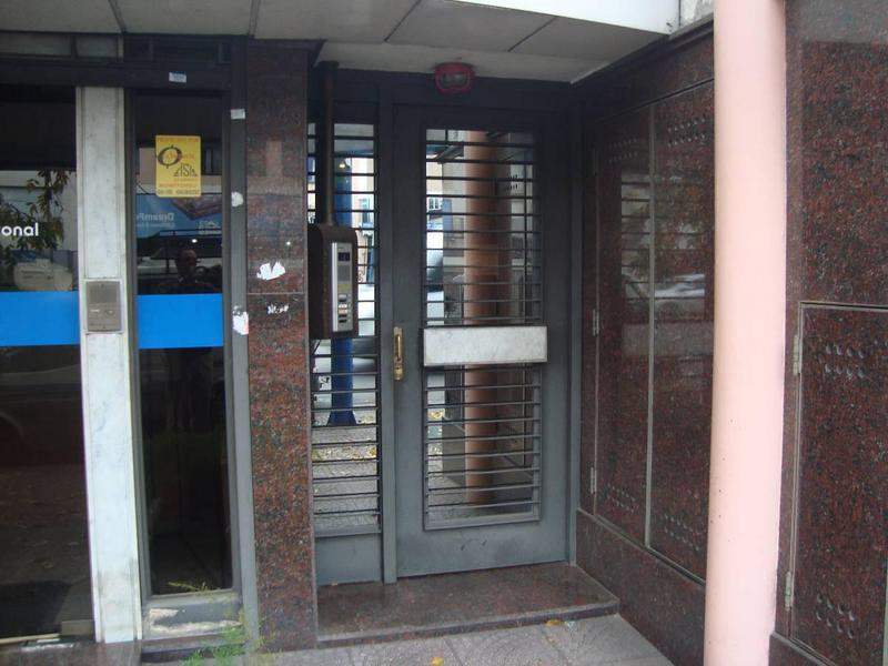 Foto Oficina en Alquiler en  Lomas De Zamora,  Lomas De Zamora  Av.H.Yrigoyen 10146