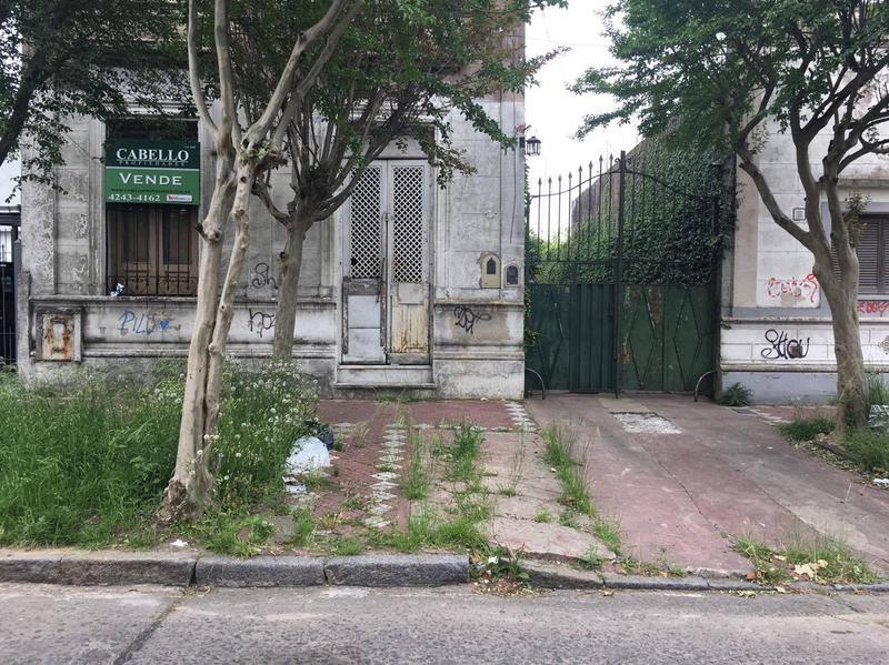 Foto Casa en Venta |  en  Lomas de Zamora Oeste,  Lomas De Zamora  ALVAREZ THOMAS al 100