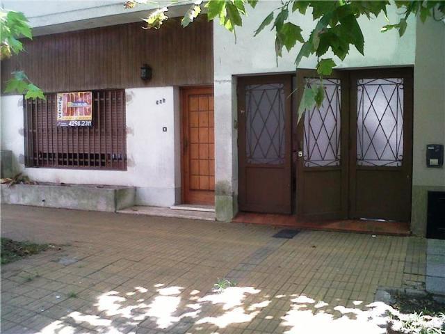 Foto Casa en Venta en  Lomas de Zamora Oeste,  Lomas De Zamora  Sixto Fernandez N° al 600