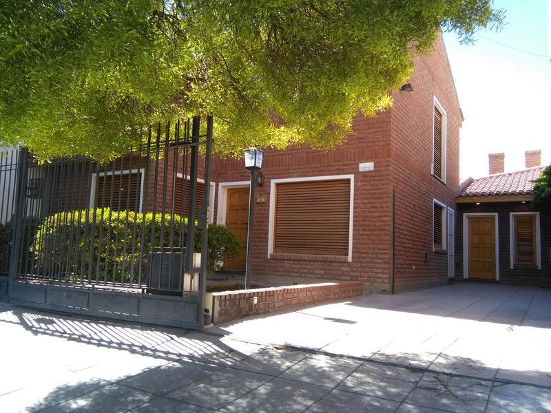 Foto Casa en Venta en  Trelew ,  Chubut  Centenario al 800