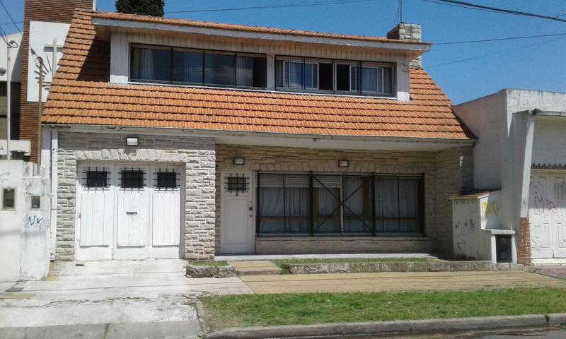 Foto Casa en Venta |  en  Temperley Este,  Temperley  Lucio Vicente Lopez al 600