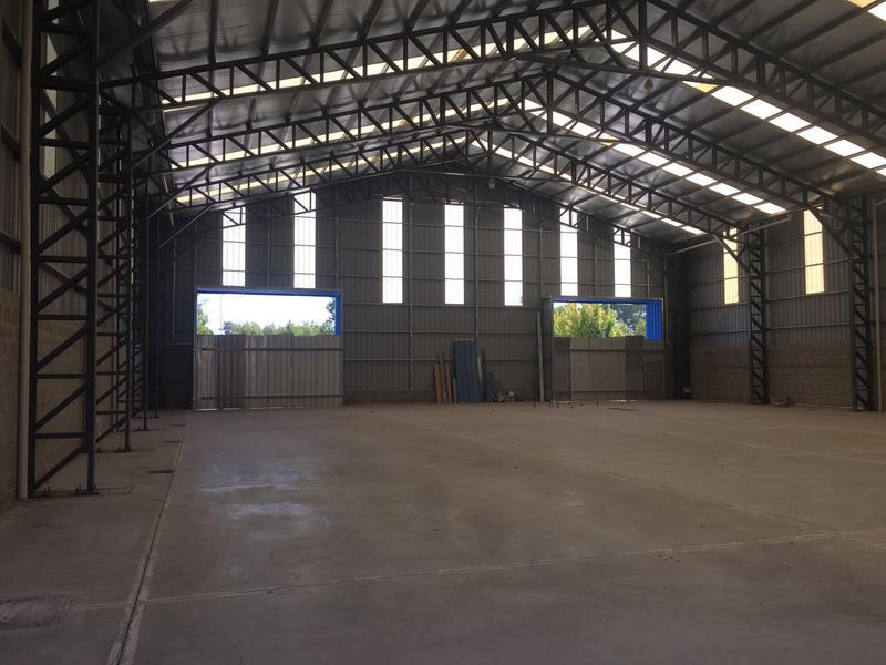 Foto Depósito en Alquiler en  Campana,  Campana  Colectora Sur al 1100