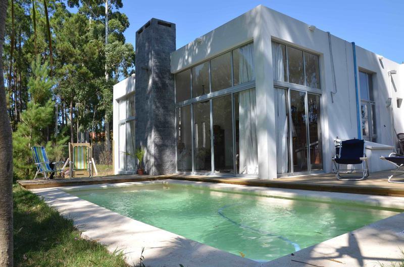 Foto Casa en Venta en  Quintas del Bosque,  Countries/B.Cerrado  Casa en Barrio Privado buena seguridad, zonas verdes, a 10 minutos de Carrasco
