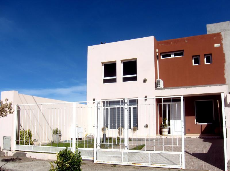 Foto Casa en Venta en  Trelew ,  Chubut  Piedrabuena entre Condarco y  Belgrano