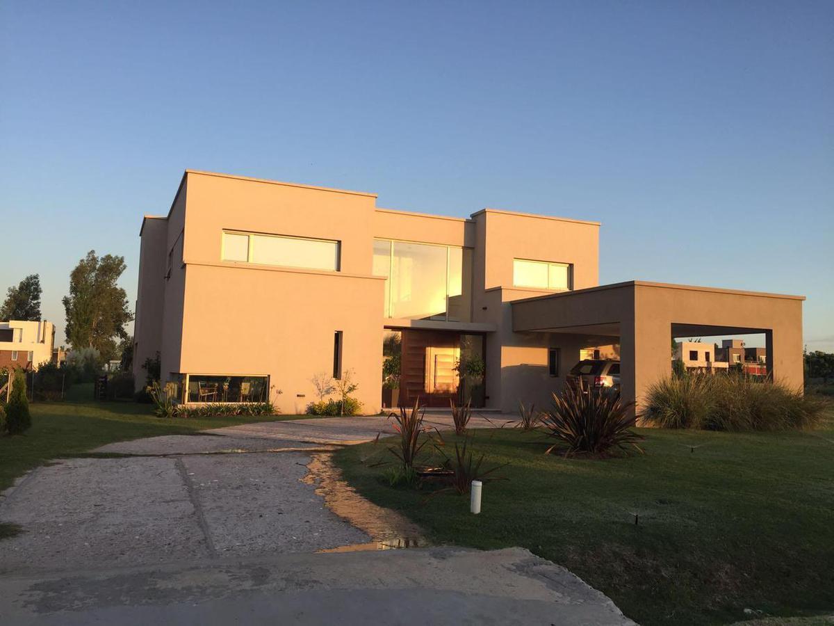 Foto Casa en Venta en  City Bell,  La Plata  Casa en Venta Lomas de city bell
