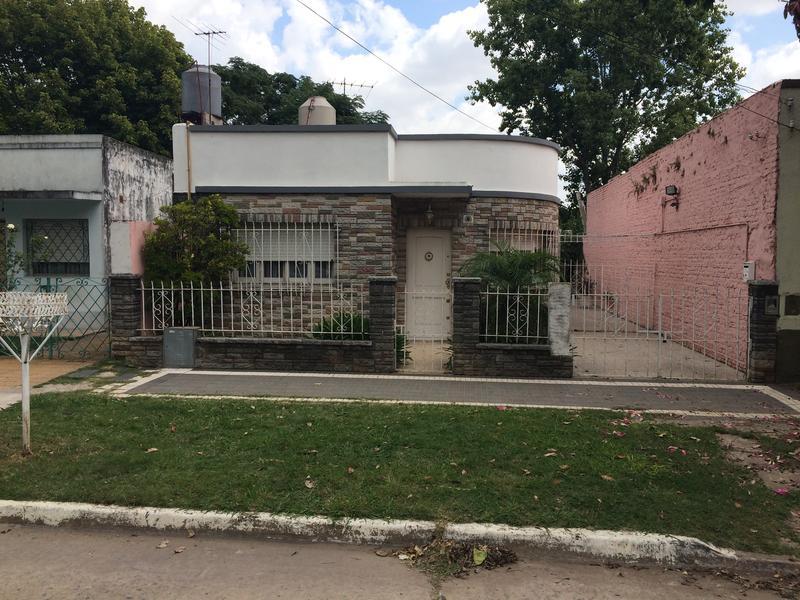 Foto Casa en Venta en  Banfield Oeste,  Banfield  MENTRUYT 1048    Monteagudo y Capello