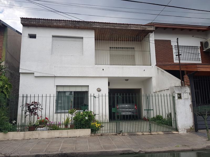 Foto Casa en Venta en  Banfield Oeste,  Banfield  PASAJE ARGENTANO 1600