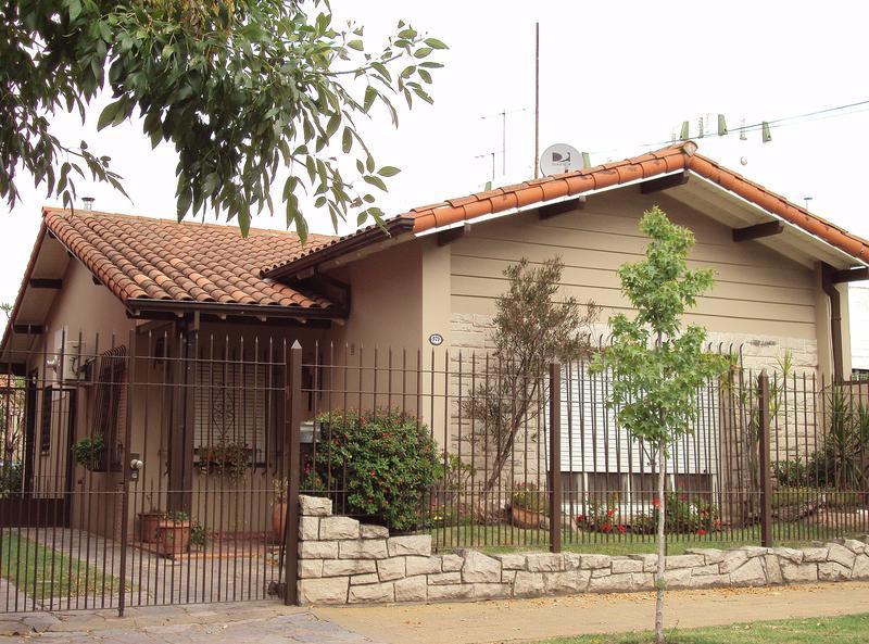 Foto Casa en Venta en  Castelar,  Moron  Arrecifes al 900