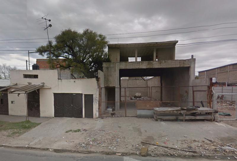 Foto Local en Alquiler en  Castelar,  Moron  ACCESO OESTE  (Colectora Sur) entre SAN PEDRO y