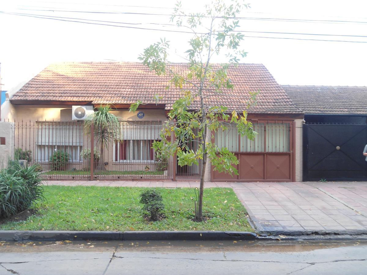 Foto Casa en Venta en  Ituzaingó ,  G.B.A. Zona Oeste  Bacacay al 1400