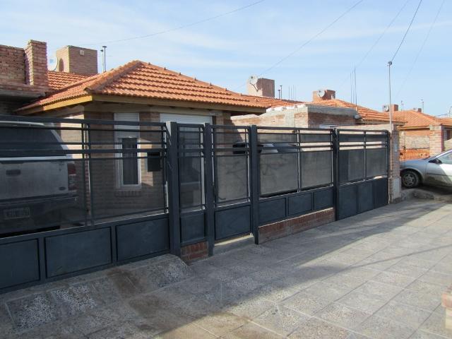 Foto Casa en Venta en  Trelew ,  Chubut  B° Medanos VII - Calle Independencia