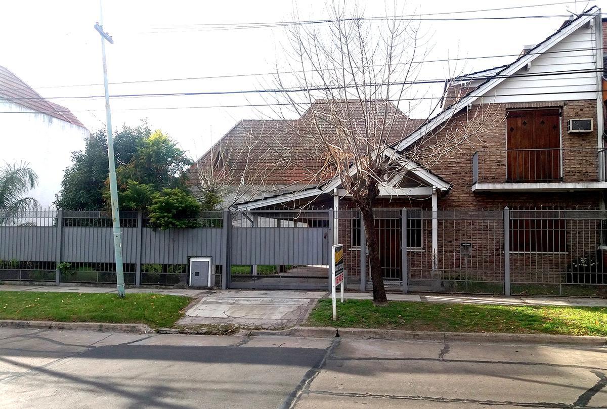 Foto Casa en Venta en  Castelar Norte,  Castelar  Navarro entre Sarmiento y Larralde