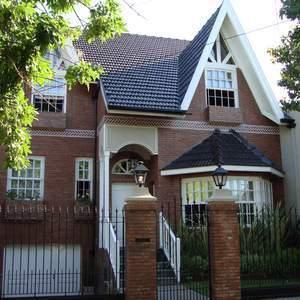 Foto Casa en Venta en  Banfield Oeste,  Banfield  Berutti al 700