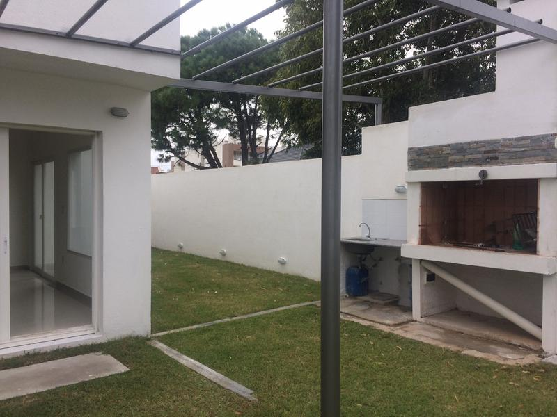 Foto Casa en Venta | Alquiler en  Barra de Carrasco ,  Canelones  a estrenar, 3 dorm, parrillero, divina!