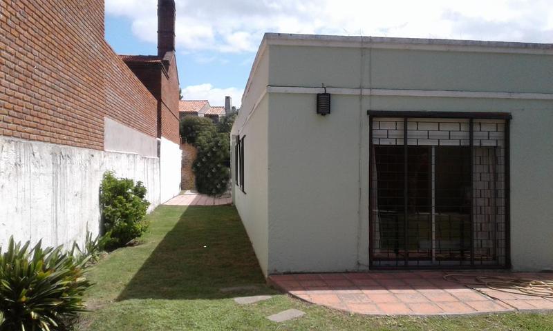 Foto Casa en Venta en  Carrasco ,  Montevideo  casa proxima a Rambla, cerca Escuela Naval