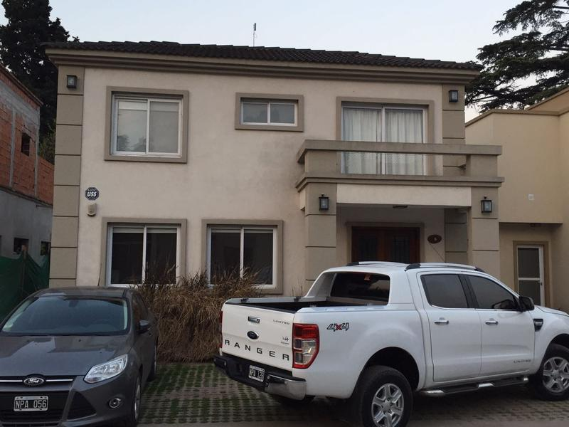 Foto Casa en Venta en  Villa Gobernador Udaondo,  Ituzaingo  Martin Castro al 2300