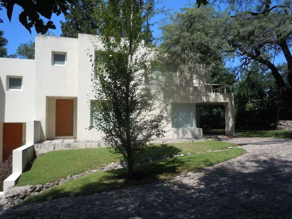 Foto Casa en Venta en  Villa Warcalde,  Cordoba  Eguia Zanon al 9800