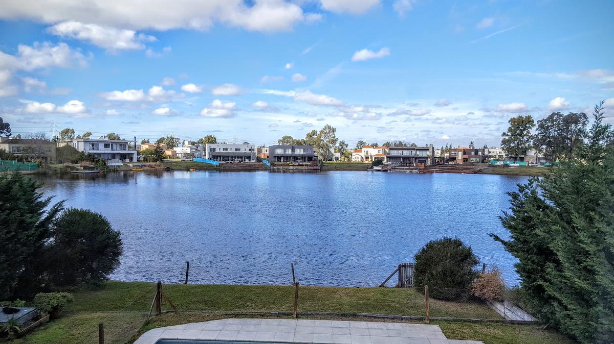 Foto Casa en Venta en  El Encuentro,  Countries/B.Cerrado  El Encuentro al 100 - a la laguna grande